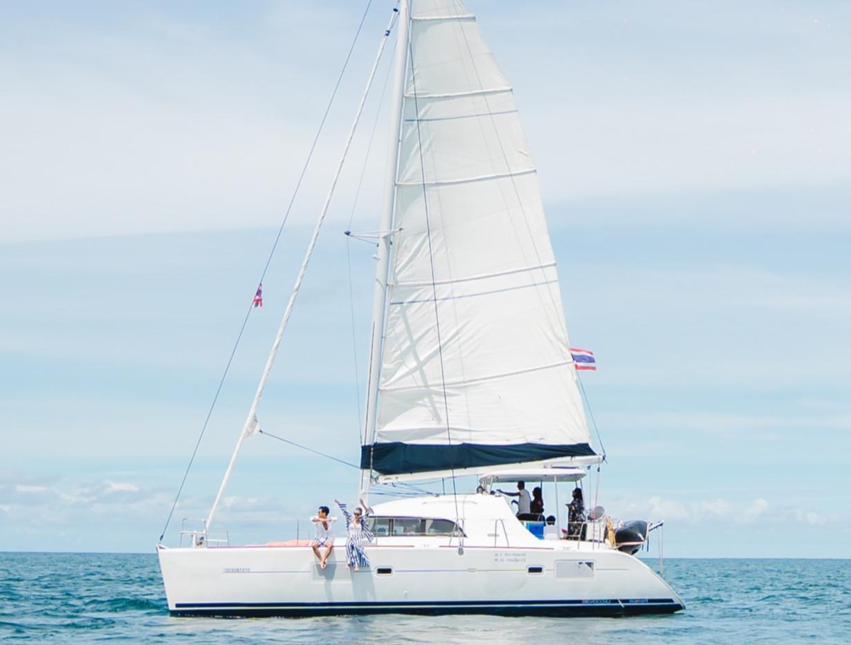 Lago 380 Saiiling Catamaran Yacht.jpg