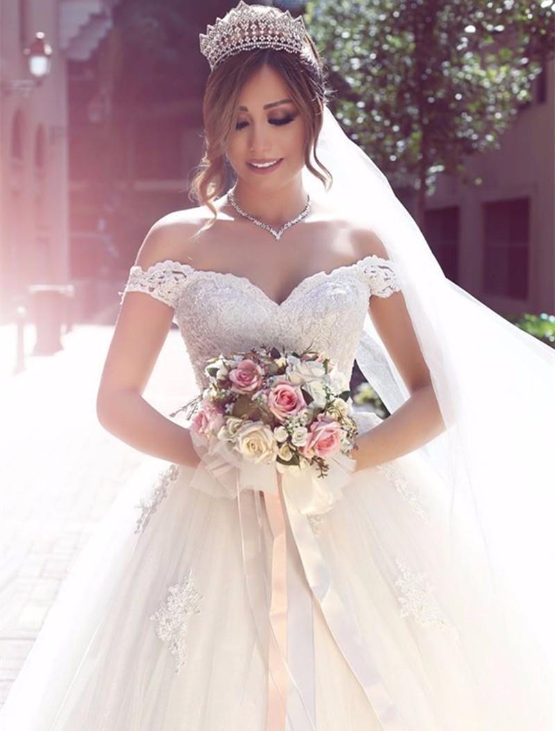 Decote coração vestido de noiva estilo princesa