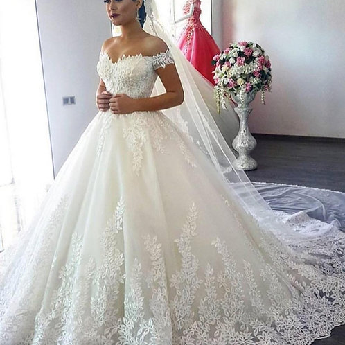 Vestido De Noiva Consagrada Ombro Caído