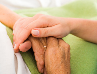 Nem todo tremor nas mãos é Parkinson