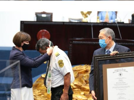 Entrega de medalla al mérito de Protección Civil