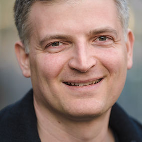 Avi Vesanov Headshot