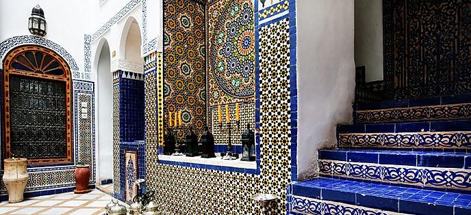 Islamic interior architectural details.j