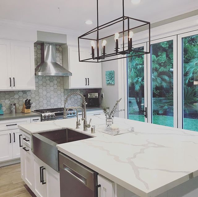 Backsplash. Lighting. Quartz. White. Gray.jpg