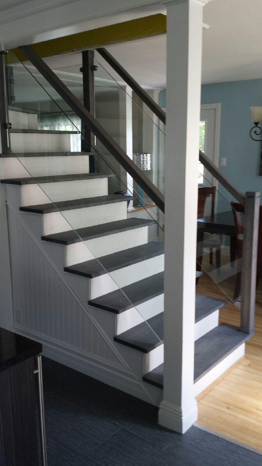 Escalier_sablé_et_huilé_gris_tendance_avec_verre_(2)