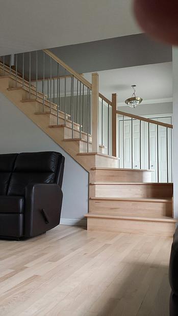Escalier_en_Érable_verni_naturel_(4)