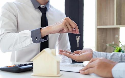 realtor-giving-house-keys-to-new-owner-f