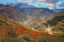 stunningly-beautiful-mountain-road-in-yu