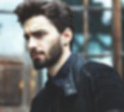Portrait de la mode d'un homme barbu
