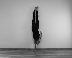 handstand wand frontal shoulder taps.jpg