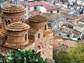 """A Calábria é uma região do sul da Itália que ocupa o """"dedo"""" da península itálica ao sul de Nápoles."""