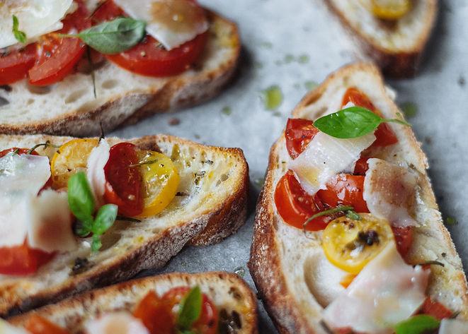 tartine avec tomates et oignons