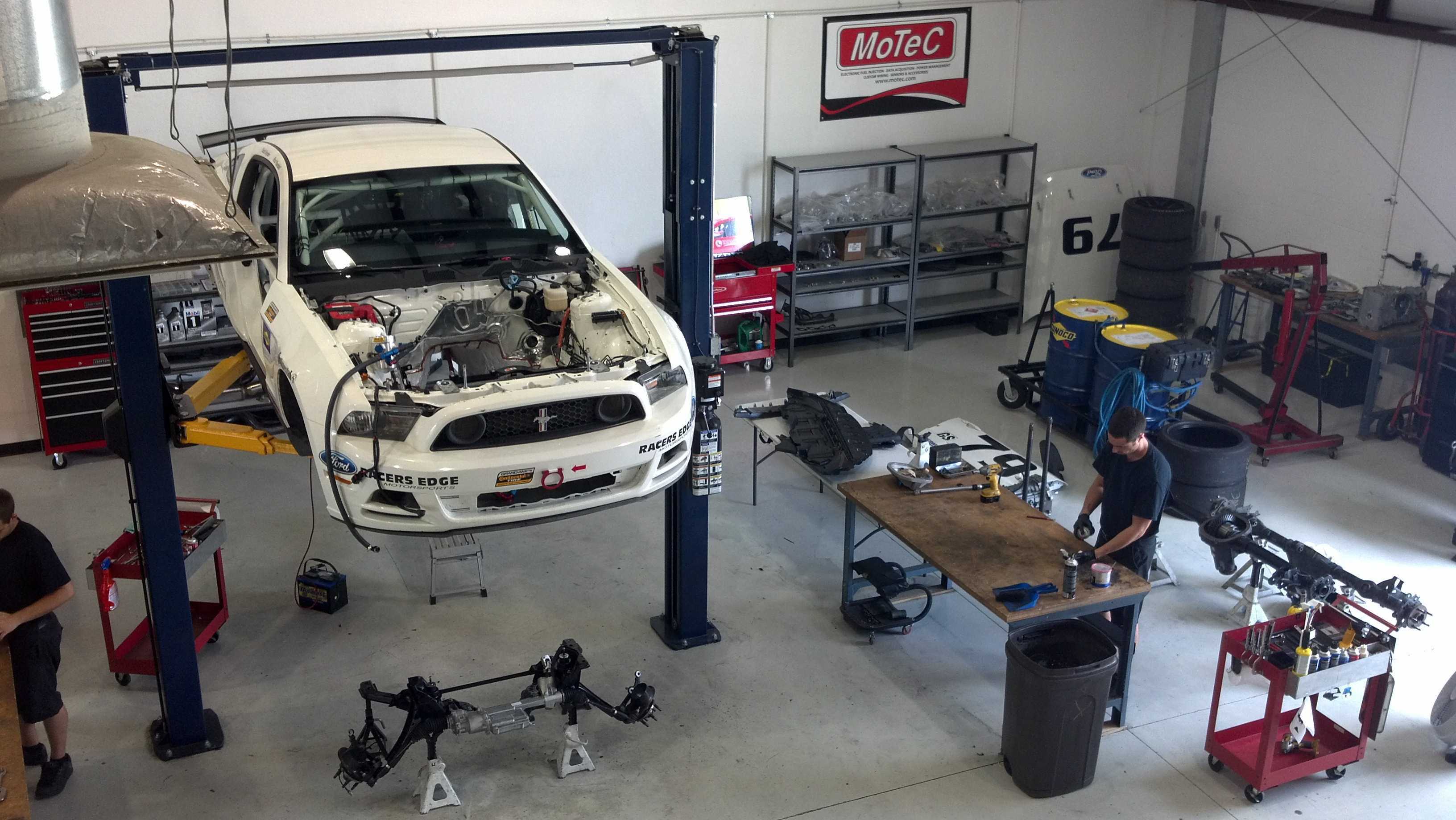 Racers Edge builds Mustang race car