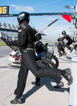 Racers Edge pit stop action