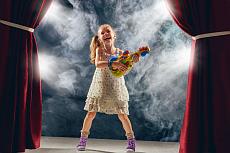 Open Stage Bühne: Mädchen mit Gitarre