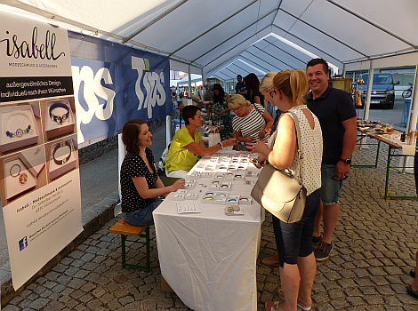 Schmuckprästentation am Kunst- und Handwerksmarkt