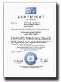 Zertifizierung  S.K.C. erfüllt alle gesetzlichen Vorgaben und gewährleistet somit die zuverlässige und fachkundige Sammlung und Verwertung von Alttextilien.  S.K.C ist Mitglied des Bundesverbandes Sekundärrohstoffe und Entsorgung e.V. (bvse). Durch den TÜV Hessen ist S.K.C als Entsorgungsfachbetrieb zertifiziert.  http://www.bvse.de/