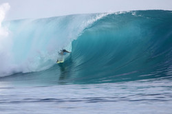 mentawai-waves-kandui-left-02