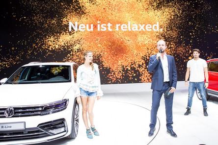 Felix Schlebusch auf der Hauptbühne des Messestands von Volkswagen auf der IAA in Frankfurt.