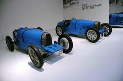 1925 - Bugatti T35 -8-1991-95-190 (l) - 1928 - Bugatti T37 (r).jpg