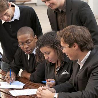 Etudier à l'étranger ne sert pas pour un Africain (Jean POUGALA)