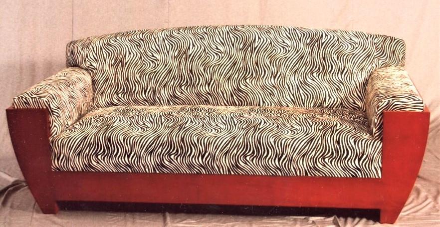 divano in pelle cavallino stampato
