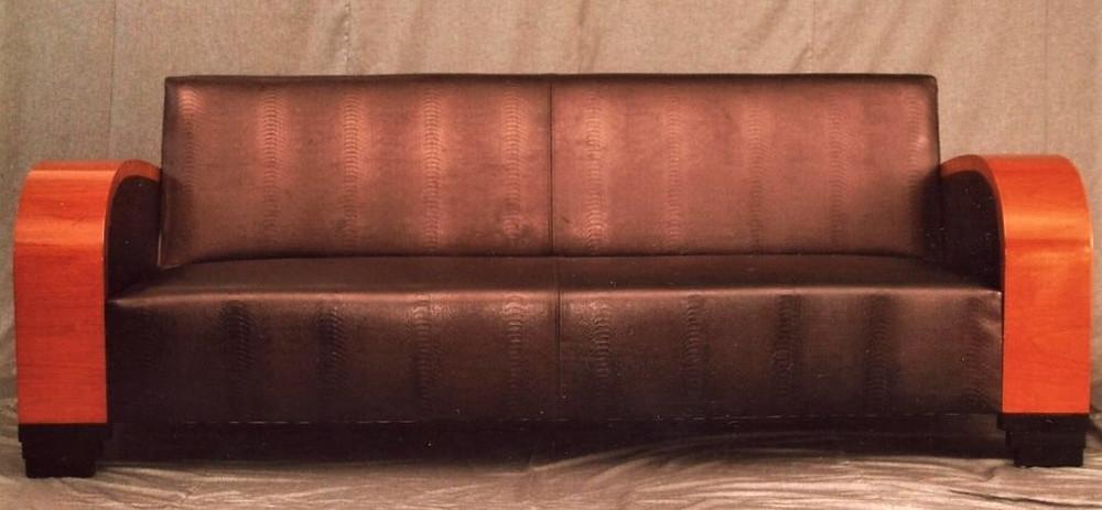 divano in pelle nera artigianale personalizzabile