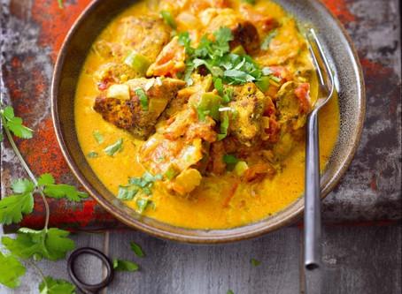 Poulet au curry jaune, gingembre et lait de coco