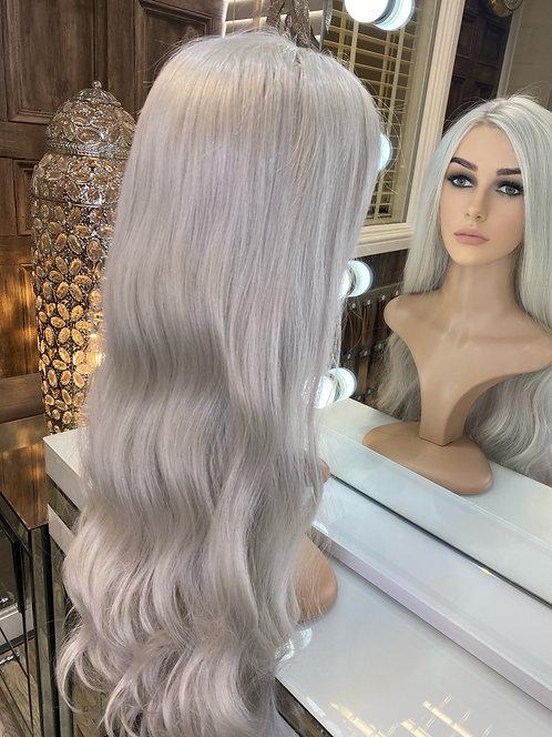 Silver wavy fibre wig with fringe