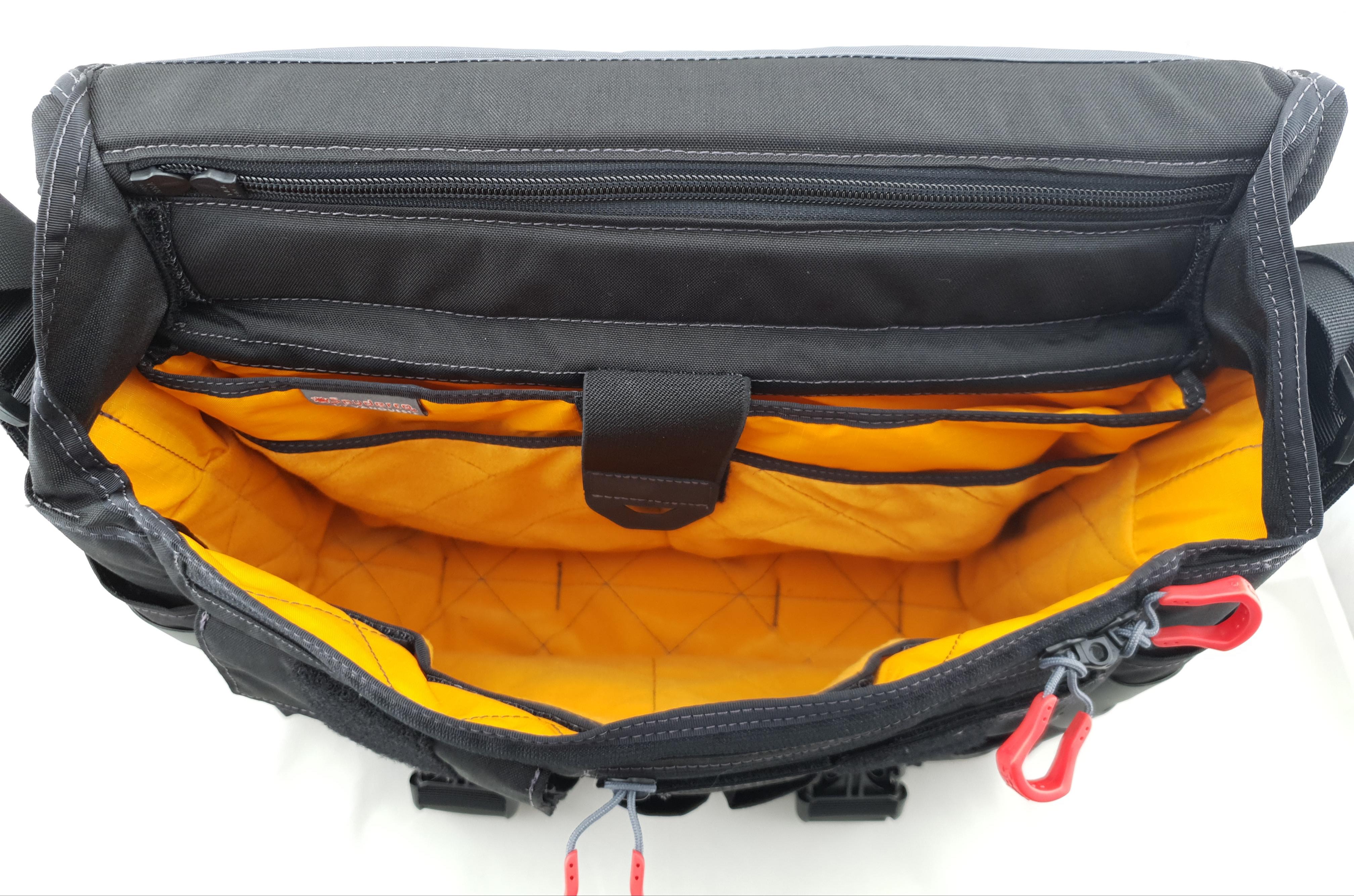 Spyderco Vanquest bag inside view