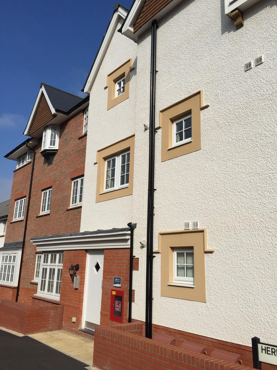 Window Surround Bands formed in contrasting render