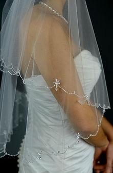 Finger tip length diamente veil