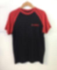 TC0045 T-Shirt noir manche rouge.JPG