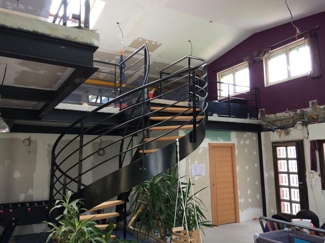 Escalier bois/métal et mezzanine