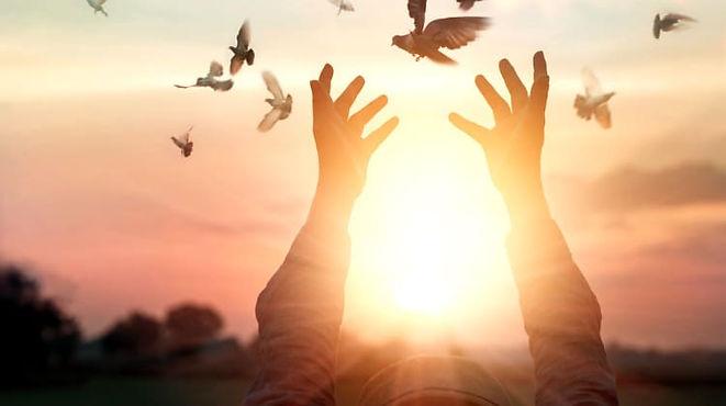 Woman-Praying-Free-Bird-Sunrise-Spiritua