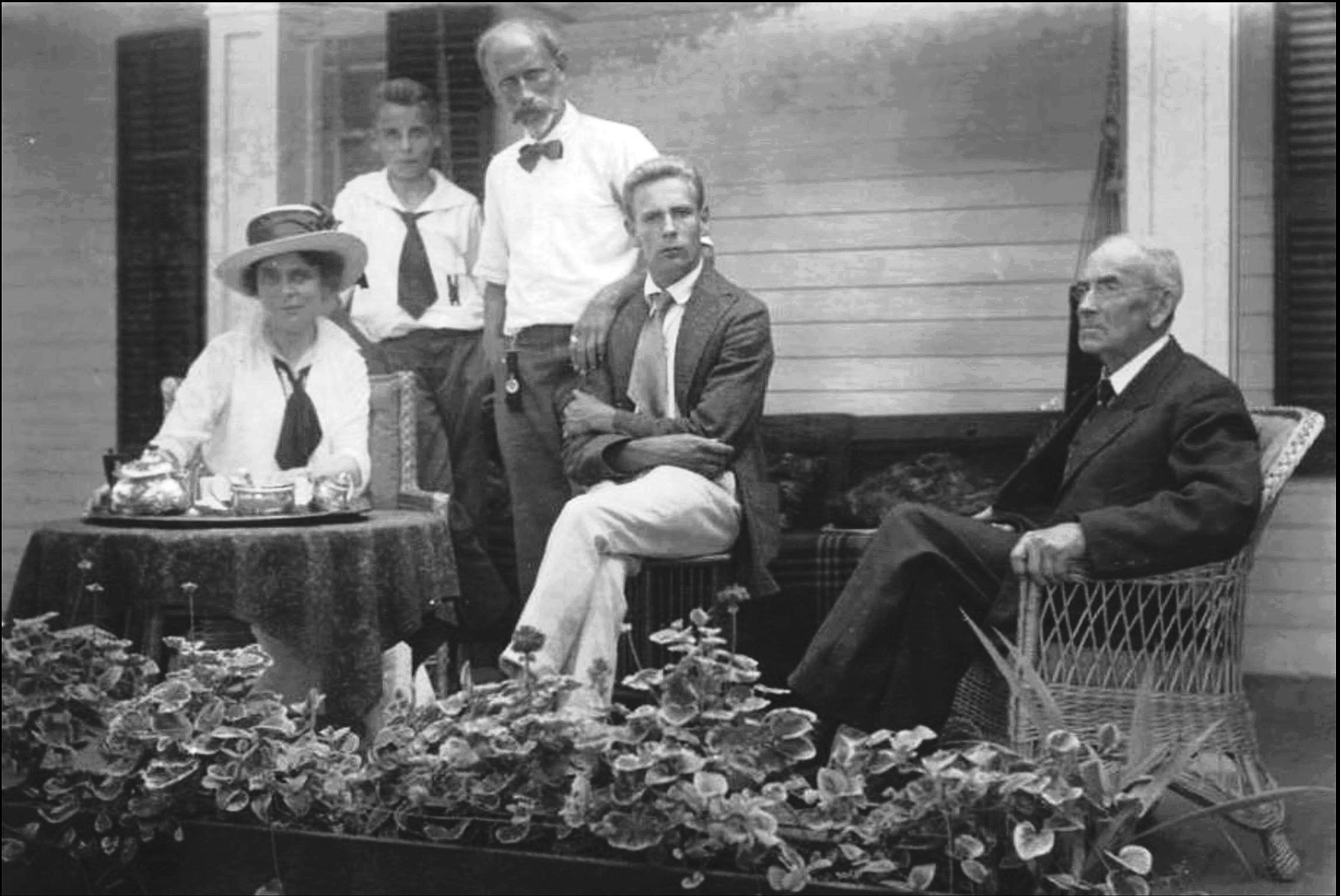 Family gathering, 1910s