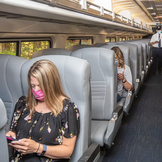 Social Distancing passengers onboard con