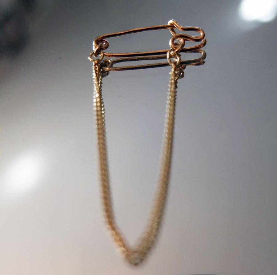 Earring/brooch 2015