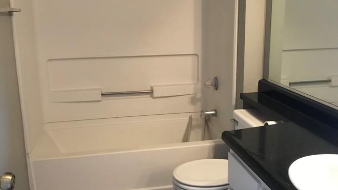 Upstairs 2+2 Bathroom - 900 sq.ft.