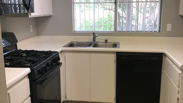 1+1 Upstairs Kitchen - 900 sq.ft.