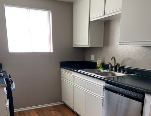 3+2.5 Townhouse Kitchen - 1,400 sq.ft.
