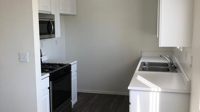 Upstairs 2+2 Kitchen- 1,050 sq.ft.
