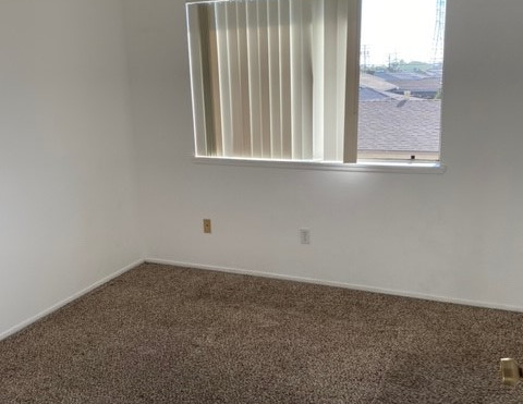 2+1.5 Townhouse - 950 sq.ft. - Guest Bedroom