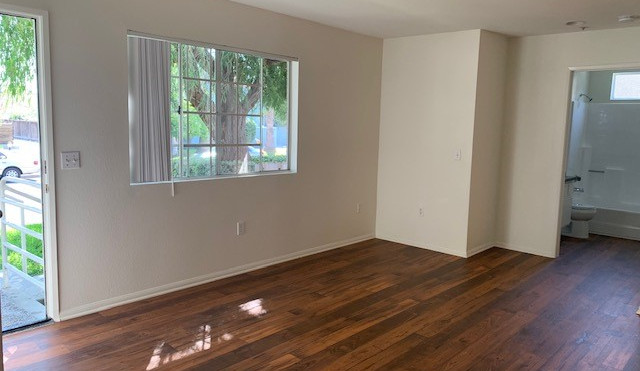 3+3 Townhouse Living Room - 1,500 sq.ft.