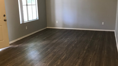 1+1 Upstairs Living room - 900 sq.ft.
