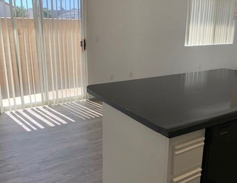 2+1.5 Townhouse Kitchen and Dining Room - 900 sq.ft.