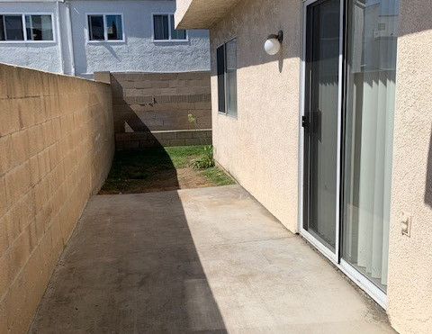 2+1.5 Townhouse Patio and Small Yard