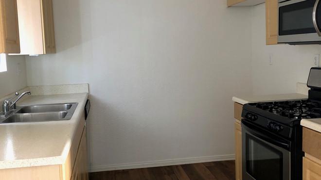 Downstairs 1+1 Kitchen - 1,025 sq.ft.