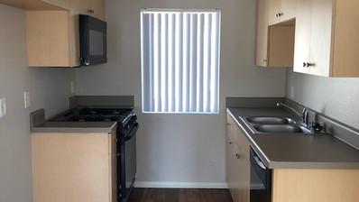 1+1 Townhouse Kitchen -  -700 sq.ft.