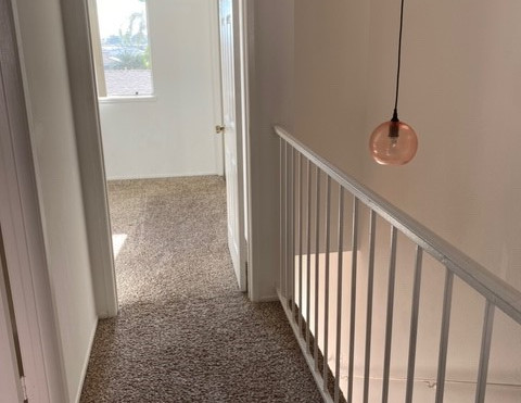 2+1.5 Townhouse - 950 sq.ft. -Upstairs hallway